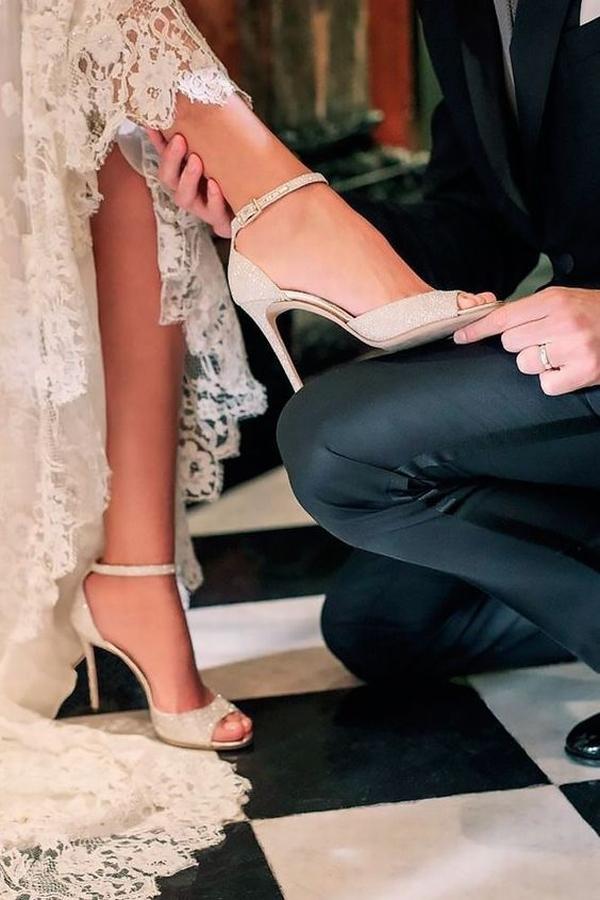 小众婚鞋不输大牌  图片源自weddingforward. com