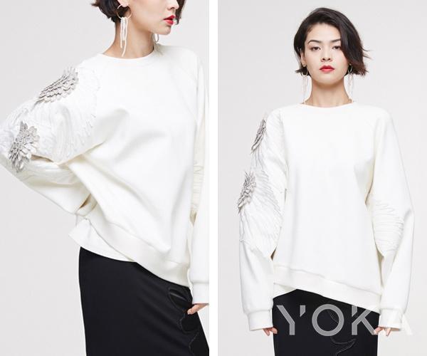 Ji Cheng2019款袖部金银线刺绣精品卫衣2999元 点击图片跳转YOKA时尚精选购买