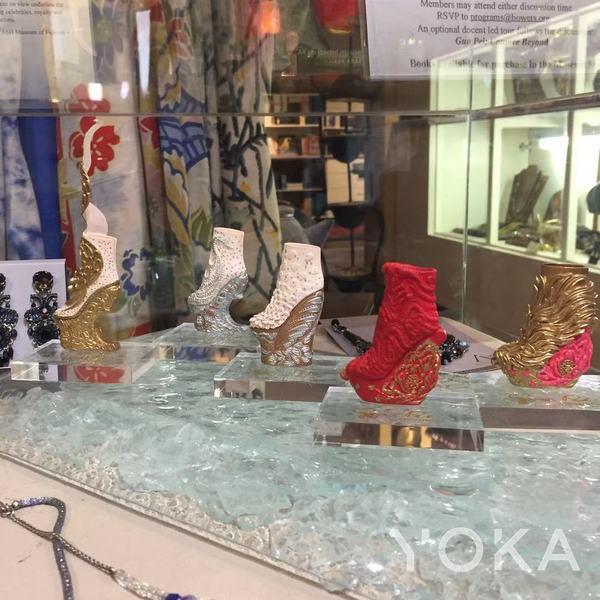 郭培与宝尔博物馆合作的鞋子纪念品  图片来自YOKA
