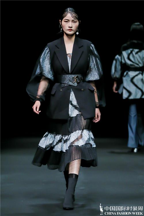 中国十佳时装设计师安博《旅人》在京发布