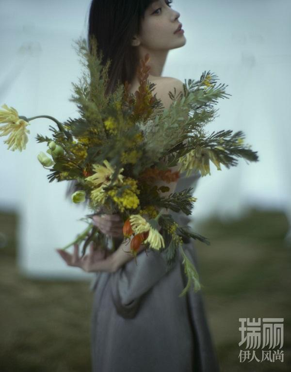 Angelababy雀斑大片引热议 粉丝感叹
