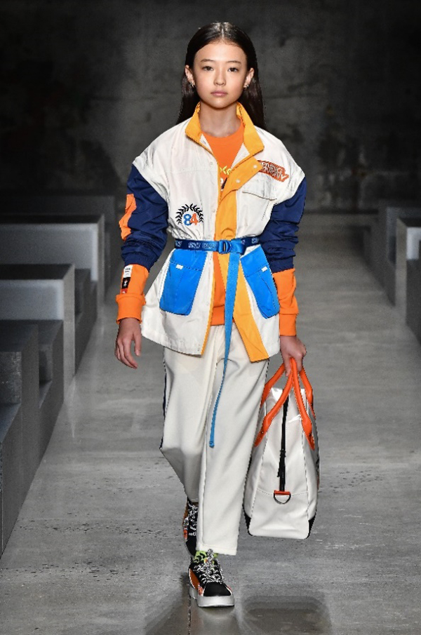 ELLA GROSS在安踏儿童纽约时装周大秀中的活力表现;图片来源:品牌提供