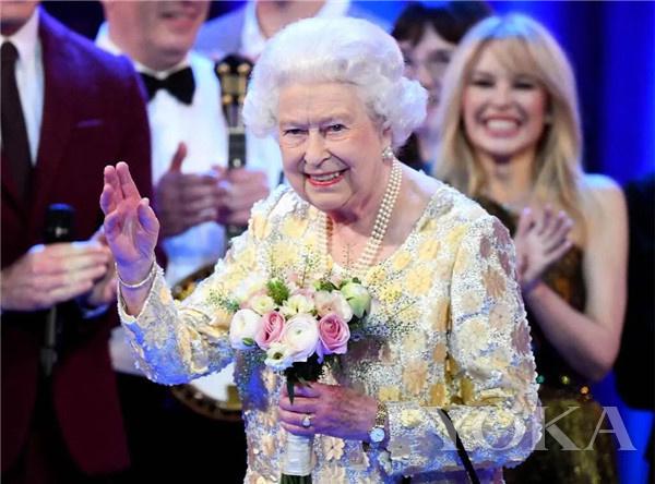 英女王(图片来源于E! News)