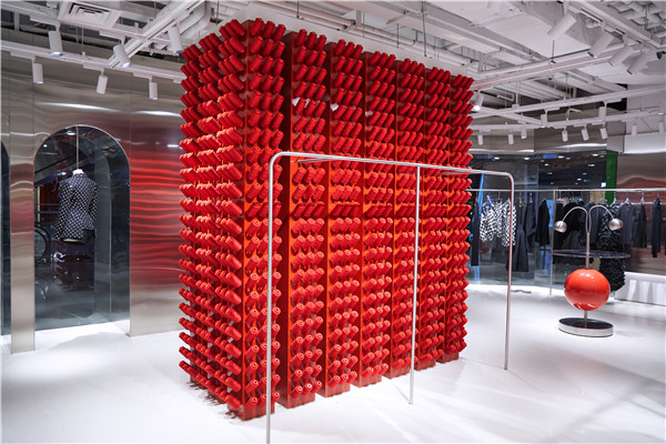 米兰时装周设计师品牌ANNAKIKI全新形象入驻北京芳草地(图片来源于品牌)
