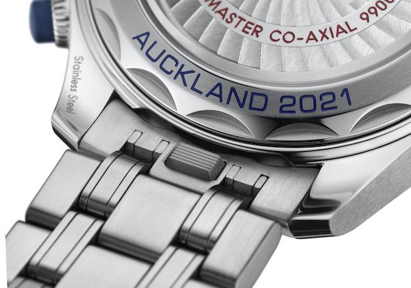 欧米茄全新海马系列300米潜水计时表美洲杯版搭配金属表链
