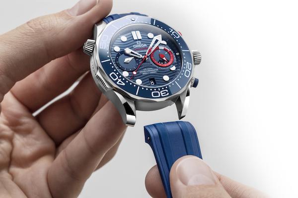 欧米茄全新海马系列300米潜水计时表美洲杯版搭配快拆橡胶表带