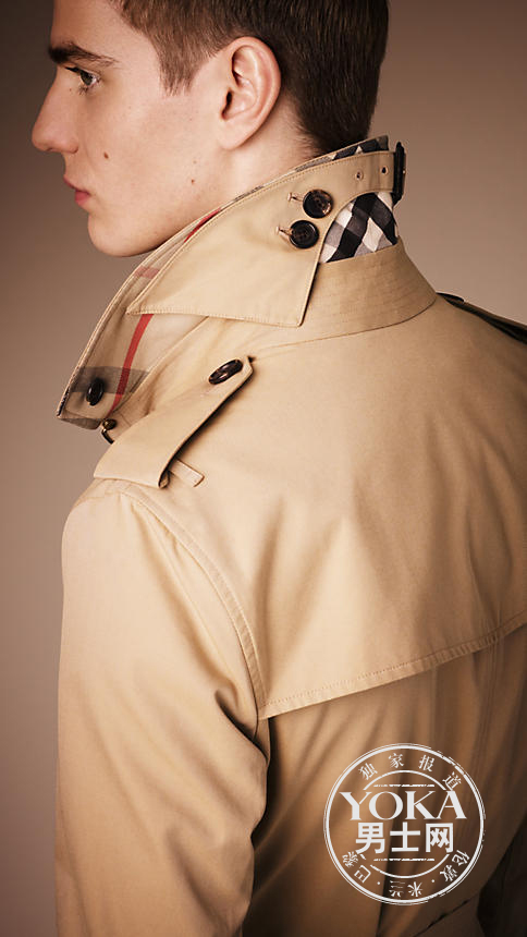 雨罩可让雨水从外套的背部滑落