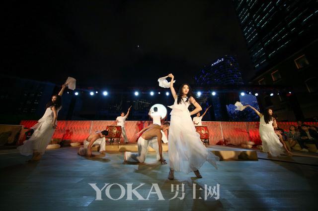 融合传统与当代的现代舞表演