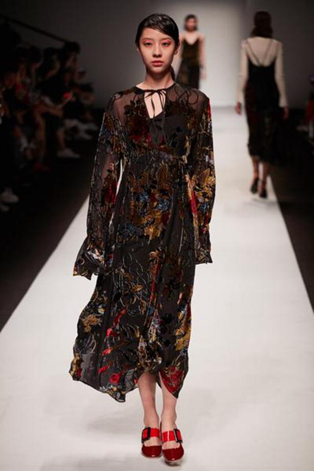 设计师品牌MAKEMAKE 首次登上海时装周