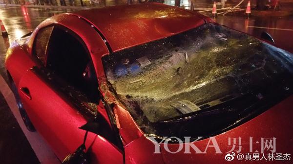 中国淡定哥 歌手林圣杰300万豪车被砸先发微博