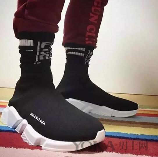 张若昀黄晓明的新宠 飞机鞋和袜子鞋如何搭配?