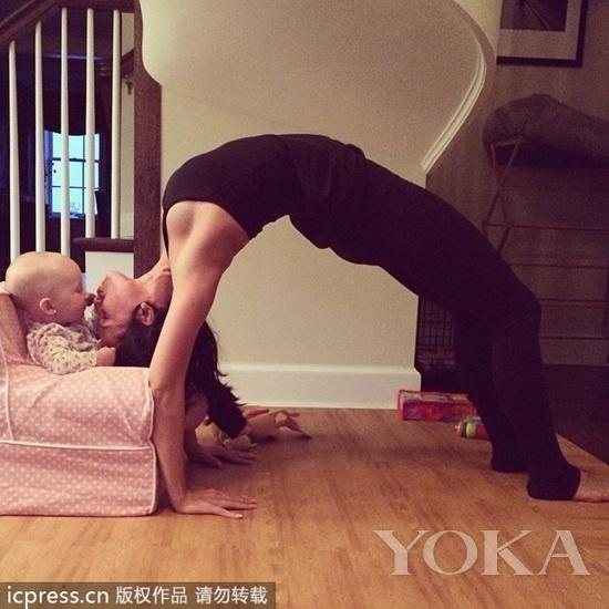 希拉里亚·鲍德温每日一瑜伽