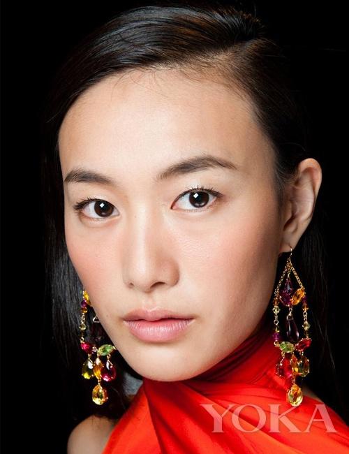 适合亚洲人的熟龄优雅 Ralph Lauren雾感裸妆派对