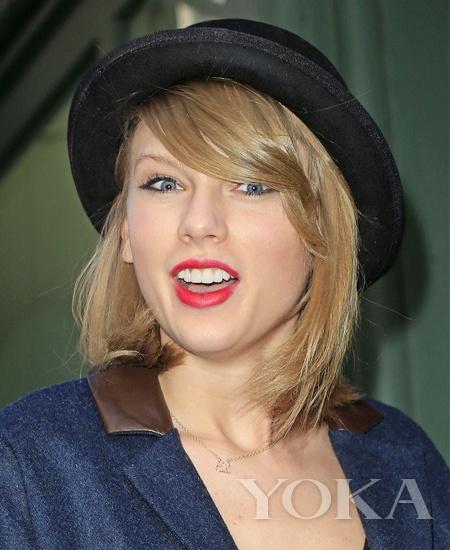 泰勒-斯威夫特 (Taylor Swift) 街拍-UP发型时髦度 发胶是一剂猛药