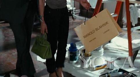 Carrie找到了一双Manolo Blahnik后十分兴奋