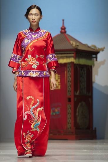月白:做有生命的中式嫁衣图片