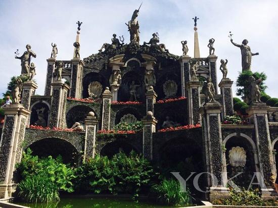 花园里的雕塑群,巴洛克风格显露无疑