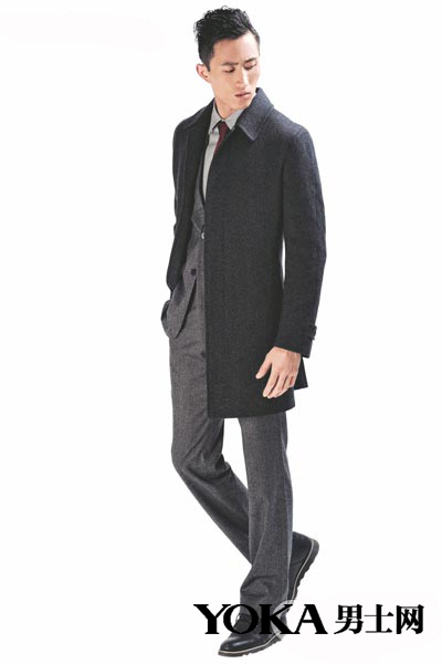 深灰色呢子大衣