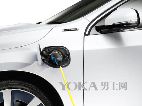 沃尔沃S60L插电式混合动力车充电接口