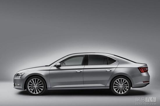 根据之前的信息显示,斯柯达计划将新一代速派打造成可以有效提升其品牌形象的旗舰车型,所以新车尺寸方面有所提升。相比现款,新一代速派的轴距加了80mm,前悬长度缩短了60mm,而且比刚刚海外发布的全新Passat B8车身尺寸和轴距更大   配置方面,新一代速派将配备包括DCC自适应底盘控制系统、多种驾驶模式选择、三区自动空调、全景天窗、电加热座椅、一键启动、全新一代自动泊车系统、全新的多媒体娱乐系统、XDS电子差速锁、智能照明系统(带自动遮蔽功能的远光灯)等配置。   动力方面,新车将主推柴油发动机。包