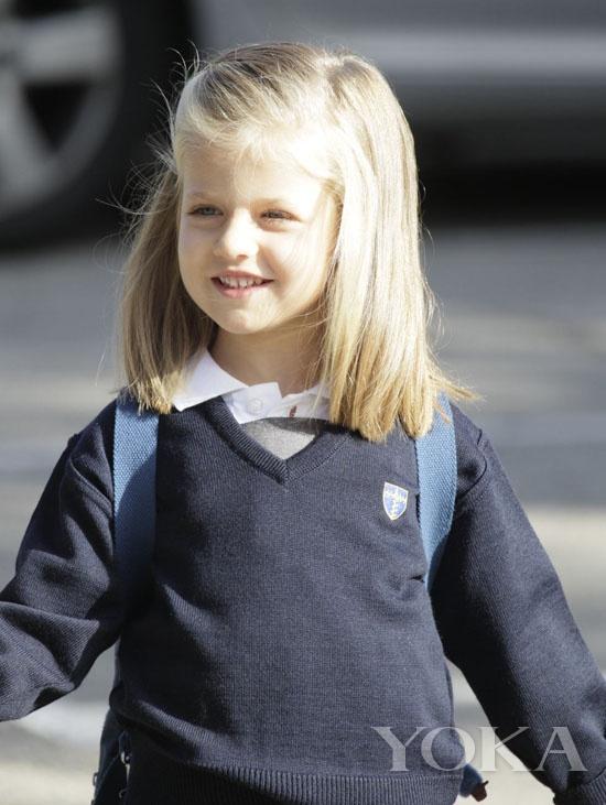 乔治王子  乔治王子  乔治王子  乔治王子 乔治亚历山大路易斯是威廉王子与凯特王妃的儿子,也是英国皇室第三顺位继承人。2013年7月24日,负责威廉与凯特相关事务的肯辛顿宫表示,2013年7月22日出生的小王子将被称为剑桥的王子殿下,全名乔治亚历山大路易斯。  瑞典埃斯特拉公主  瑞典埃斯特拉公主  瑞典埃斯特拉公主  瑞典埃斯特拉公主 超萌超Q的瑞典埃斯特拉公主(Princess Estelle) 一出生就备受世界媒体的关注。埃斯特拉公主是瑞典王储维多利亚公主 (Crown Prince
