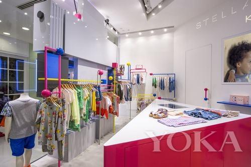 店铺设计以stella童装系列欢愉而充满活力的精神为