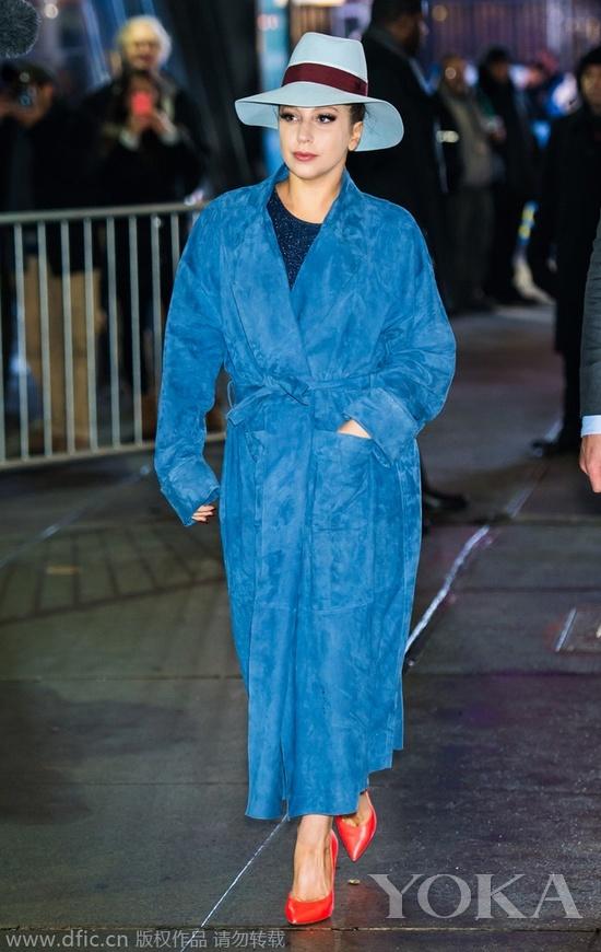 当地时间2014年12月3日,Lady Gaga现身纽约街头