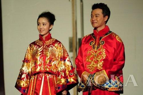 陈思诚佟丽娅《快本》中式婚礼服饰造型