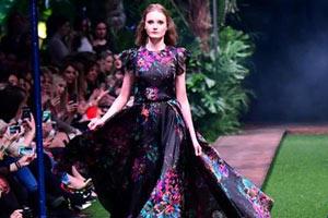 匈牙利舉辦彩色婚紗秀