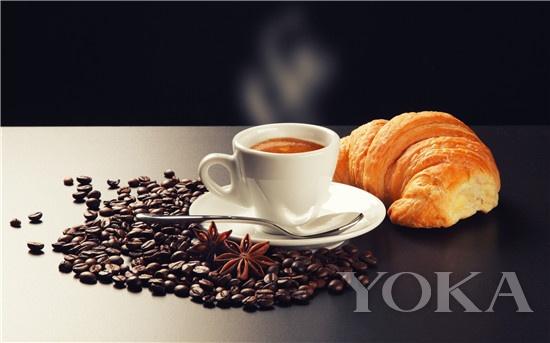 牛角面包搭配美式咖啡最经典