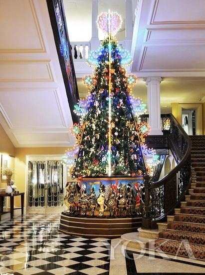 散发着庄严又充满稚趣的Dolce & Gabbana圣诞树