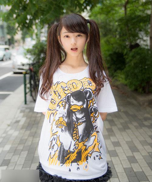 日本双马尾萌妹走红网络 身高154cm娇小可爱