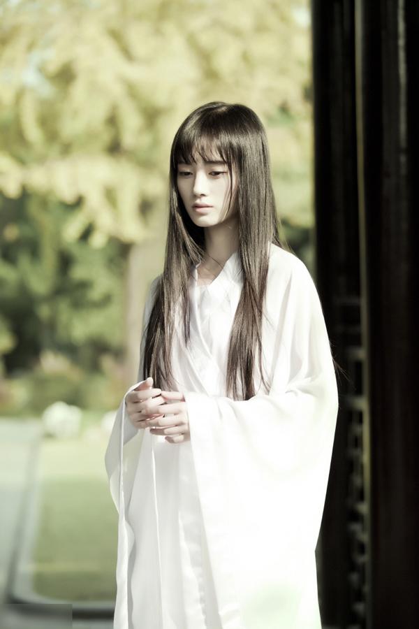 中国第一美女鞠婧祎古装写真似女鬼 性情