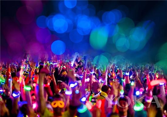 荧光夜跑是一场无关速度,有关尽兴的狂欢