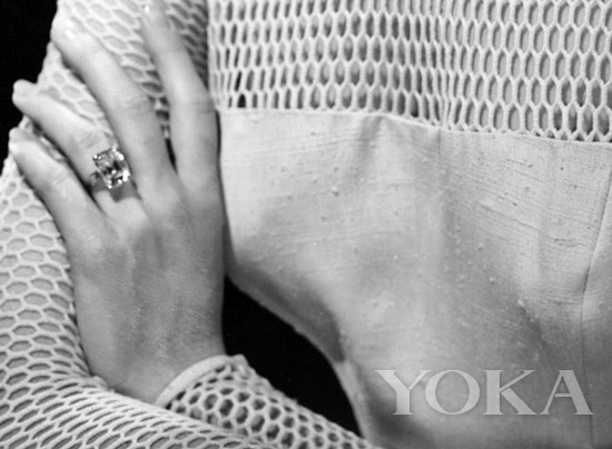 Cartier祖母绿切割钻石戒指(10.47克拉)