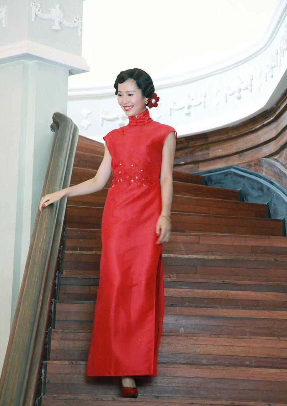 江一燕红色连体防晒衣