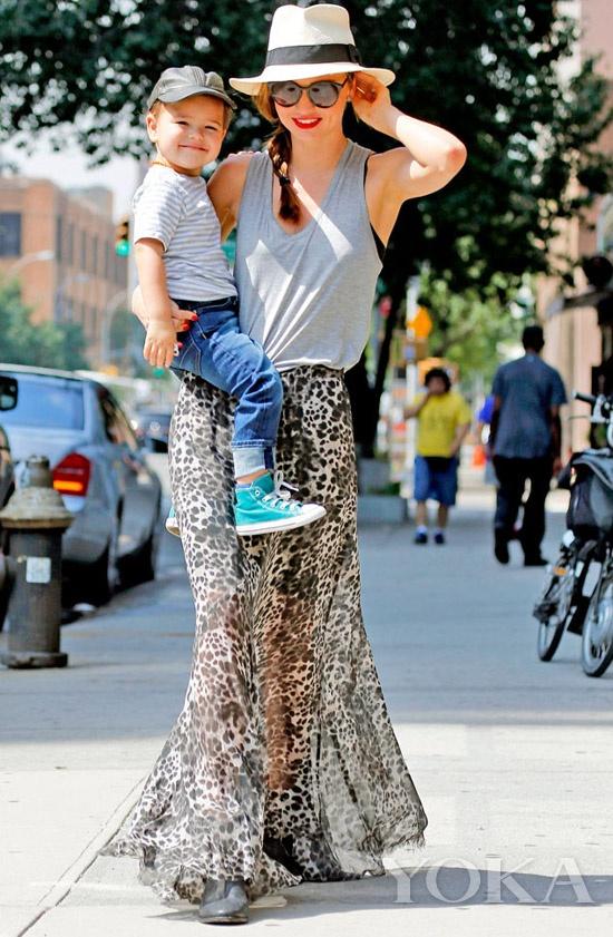 米兰达·可儿 (Miranda Kerr)与儿子弗里恩·布鲁姆(flynn bloom)
