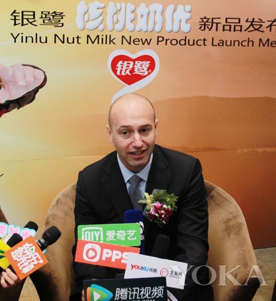银鹭食品集团副总裁郭敬贤先生采访时阐释银鹭核桃奶优产品理念