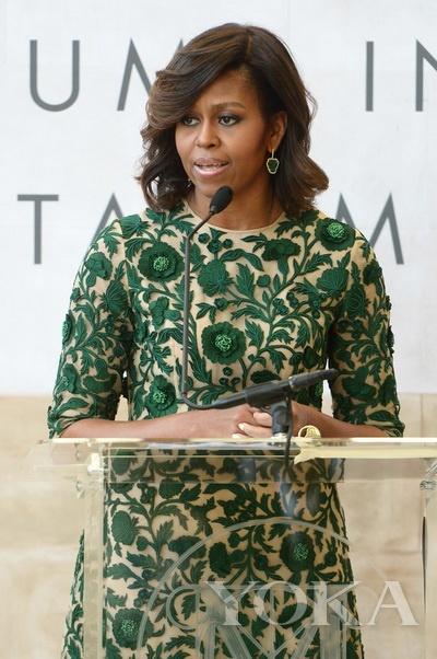 米歇尔·奥巴马 (Michelle Obama) 出席安娜·温图尔时装中心落成剪彩仪式