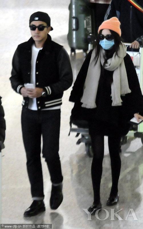 2014年4月17日,杨幂夫妻现身机场,完全看不出杨幂已有6个月身孕。