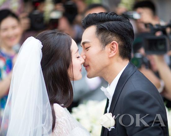 此时的杨幂已怀孕,两人是奉子成婚。