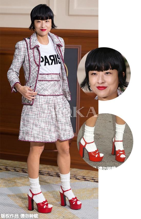 白袜配红鞋……徐濠萦,你想吓哭小朋友嘛?-潮妈徐濠萦的小学生品