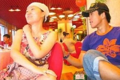 网上曝出的王媞照片(左),右为其前夫