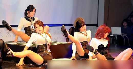 韩女子组合着超短裤秀翘臀热舞