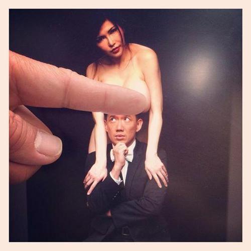 """举,照片遭强制删除,阿泽留言说:""""这不是色情,这叫做豪情!"""