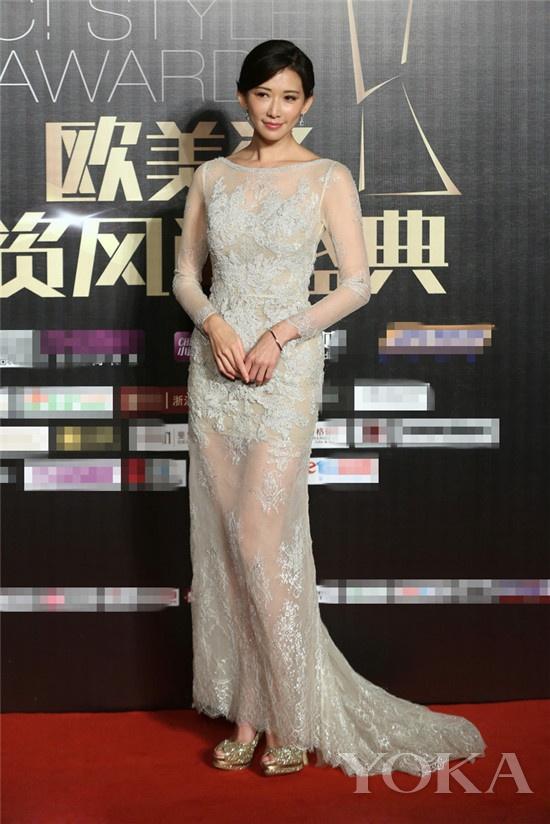 2014小资风尚盛典,林志玲当晚以一身透明蕾丝长裙成功抢镜,性感之余图片