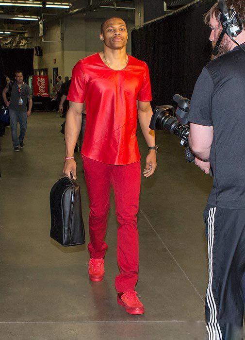 印花衫红裤子 西服马甲套上身nba球星私服堪比模特